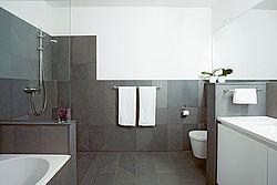 La pared del módulo Variotherm también se puede instalar en el baño después y hace que el baño sea un oasis de bienestar.